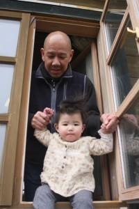 竹村さんと娘(縦640)